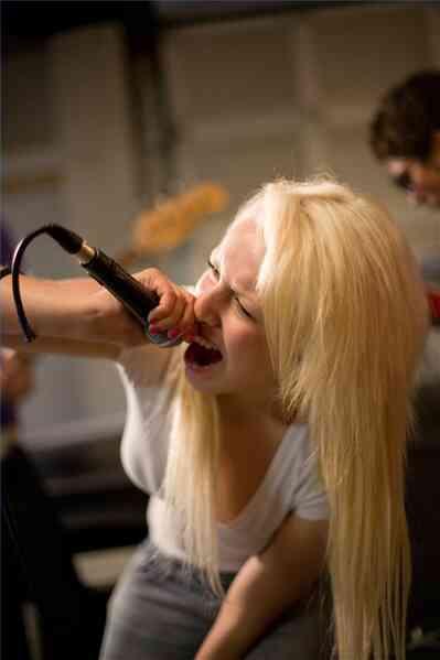Cómo Aumentar la Potencia Vocal