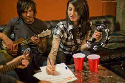 Cómo Escribir el Verso en una Canción