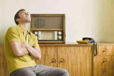 Cómo Encontrar una Canción en la Radio Sin el Título