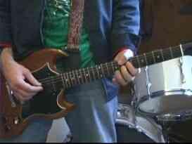 "Jugar ""BYOB"" en Guitarra"