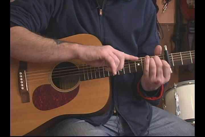 """Cómo Jugar la Segunda Mitad de """"yo Te sigo en La Oscuridad"""" en la Guitarra"""