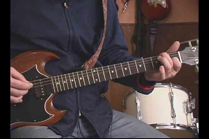 """Cómo Jugar a """"Lonely Day"""" en la Guitarra"""