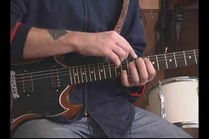 """Cómo Jugar """"Everlong"""" en la Guitarra"""
