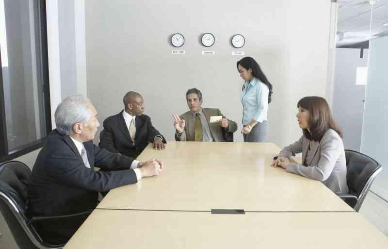 Cómo Iniciar Su Propia Empresa de Inversión