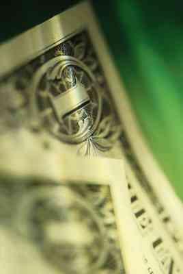 Cómo Doblar un billete de un Dólar En una Falda