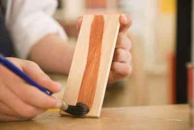 Cómo Utilizar la goma Laca en las Artesanías