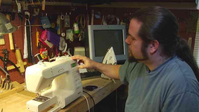 ¿Cómo funciona una Máquina de Coser de Trabajo?