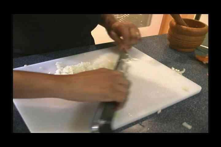 Picar la Cebolla por Cubana de Pollo