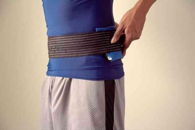 El tratamiento por el alambre de cobre de la espalda
