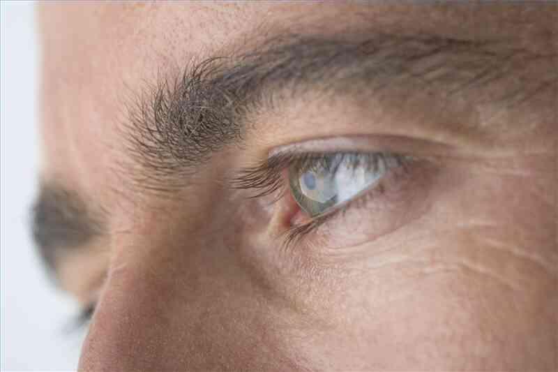 Cómo saber si Usted Tiene un Ojo Vago