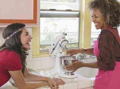 Cómo Adjuntar una Trituración Apego a una KitchenAid Mixer