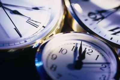 Cómo Ajustar un Reloj de Atomix
