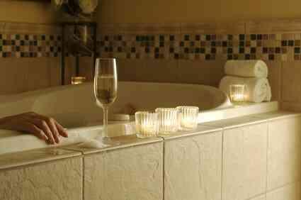 ¿Por qué el Agua de Correr hacia un Desagüe de la Bañera en un Remolino?