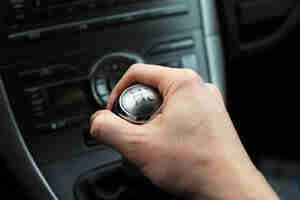 Conducción caja de cambios de los coches: técnicas para transmisiones manuales