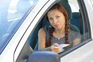 Revise su licencia de conducir del estado de