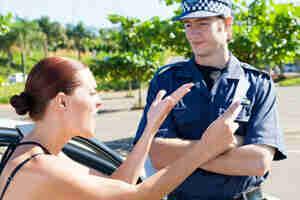 Menor cantidad de puntos y violaciones de tráfico en su licencia de conducir