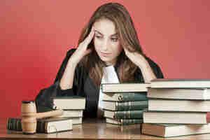 Encontrar la escuela de derecho de becas y préstamos estudiantiles