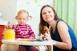 Búsqueda de noche proveedores de cuidado de niños: encontrar una niñera