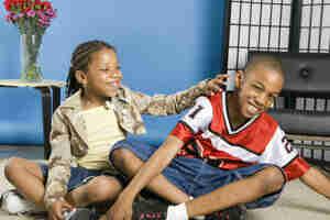 La comprensión de la hermana y el hermano de relaciones: la conducta del niño