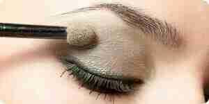 La aplicación de maquillaje de ojos: ideas y técnicas