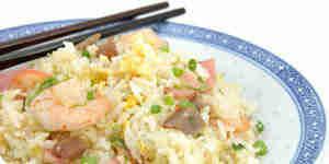 Hacer huevo frito arroz