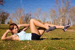 Hacer bajar ab ejercicios: obtener abs rasgado