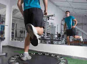 Hacer mini trampolín ejercicios - reboteador trampolín