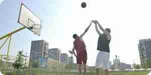 El disparo de una pelota de baloncesto: habilidades, consejos y ejercicios