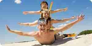 Plan familia de vacaciones en la playa en los estados unidos