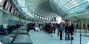 Navegar a través de el aeropuerto de aeropuerto, línea de seguridad)