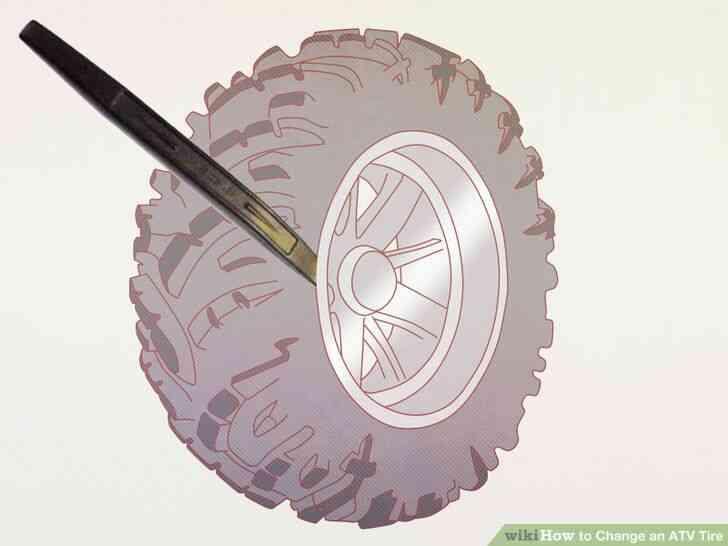 Imagen titulada Cambiar un Neumático de ATV Paso 3