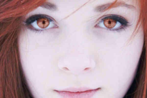 Cómo Cambiar el Color de Ojos en Photoshop Elements 7
