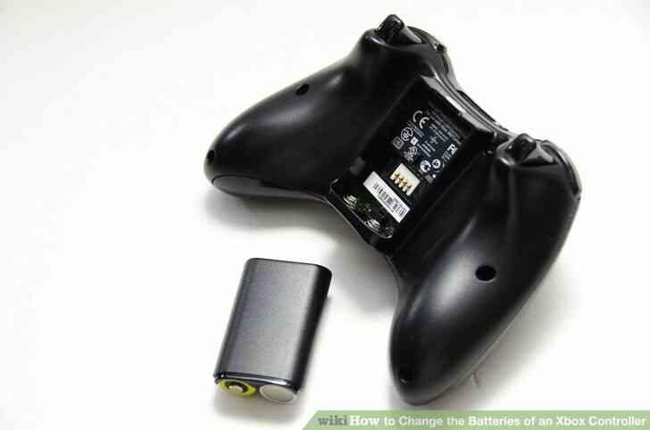 Imagen titulada Cambiar las Baterías de un Controlador de Xbox Paso 2