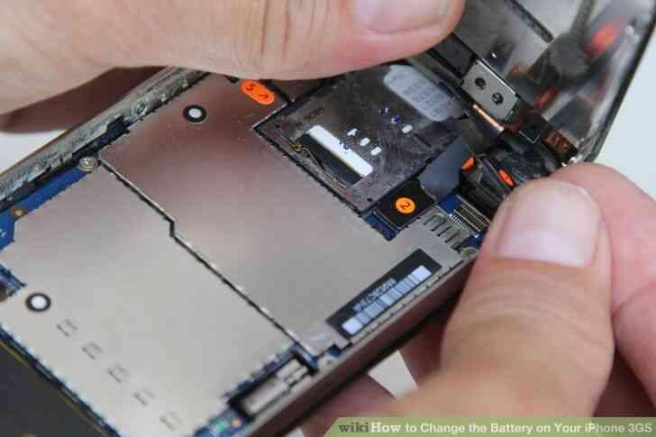 Imagen titulada Cambiar la Batería de Su iPhone 3GS Paso 4
