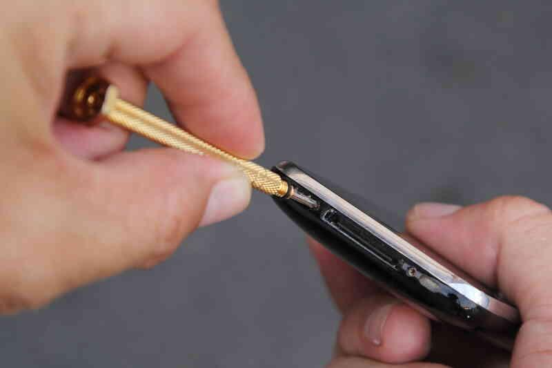 Cómo Cambiar la Batería en el iPhone 3GS