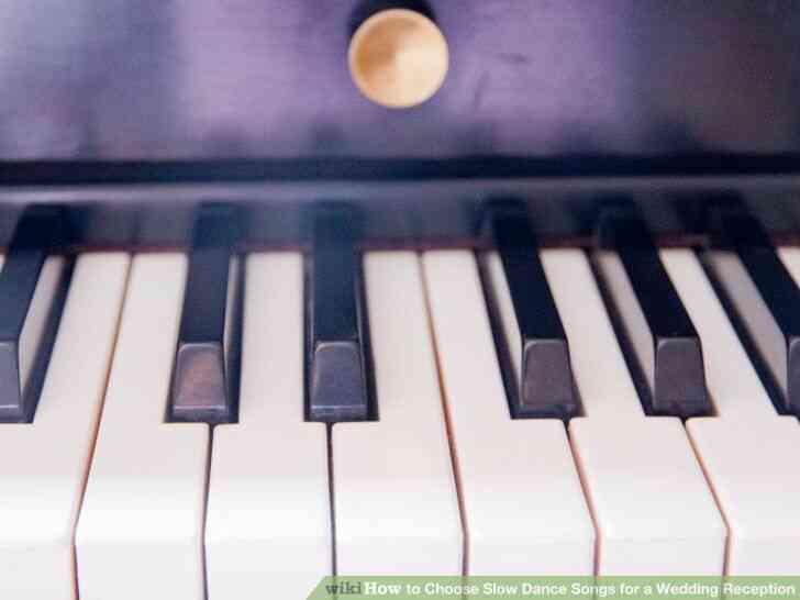 Imagen titulada Elegir Lenta Danza, Canciones para una Boda Paso 1