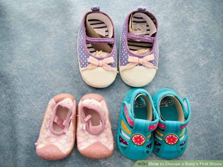 Imagen titulada Elegir a un Bebé durante los Primeros Zapatos de Paso 4