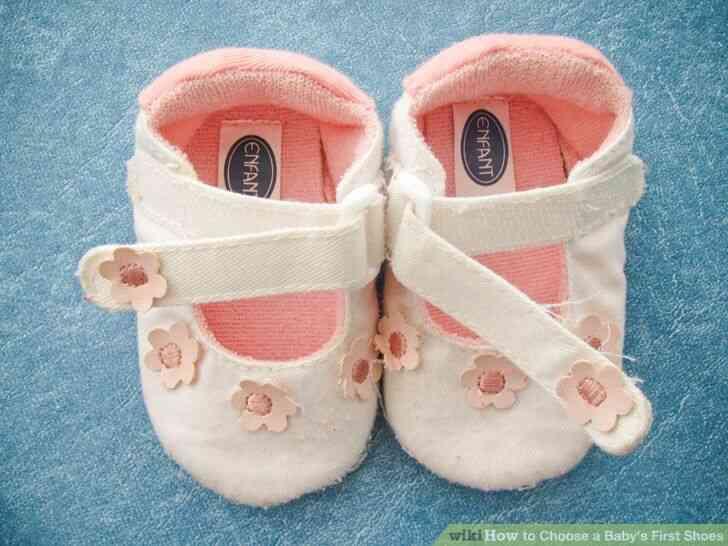 Imagen titulada Elegir a un Bebé durante los Primeros Zapatos de Paso de 5