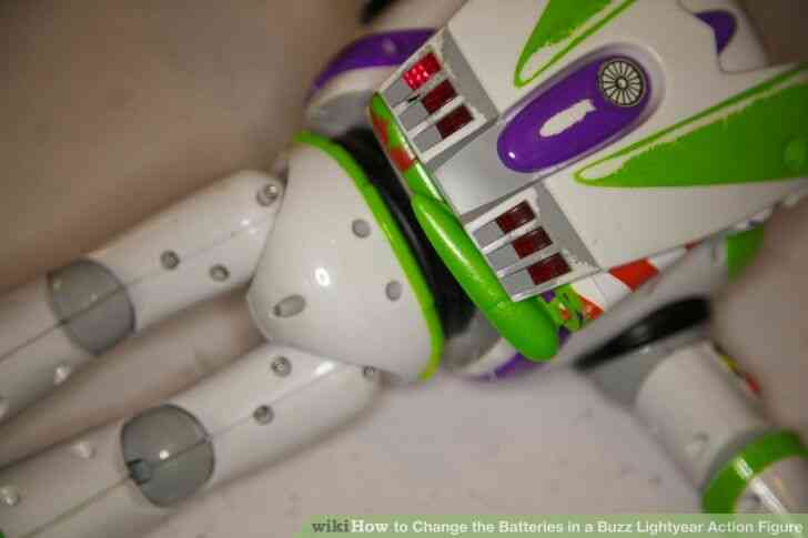Imagen titulada Cambiar las Baterías en un Buzz Lightyear de la Figura de Acción de Step 7