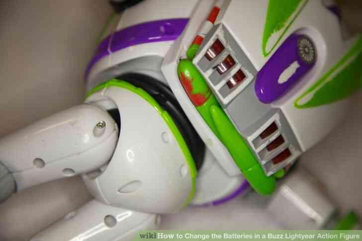 Imagen titulada Cambiar las Baterías en un Buzz Lightyear de la Figura de Acción Paso 8