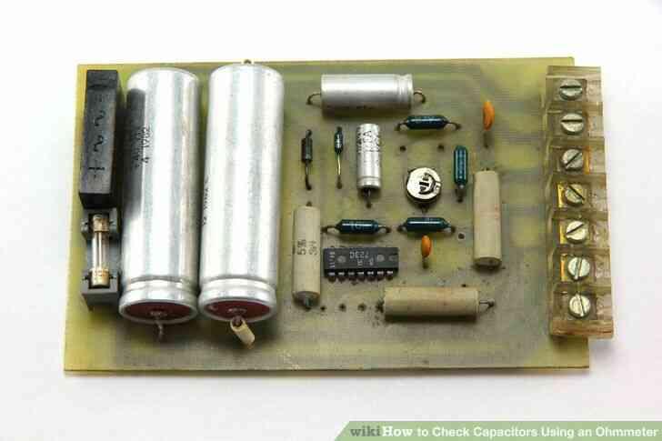 Imagen titulada Comprobar Condensadores Usando un Ohmímetro Paso 1